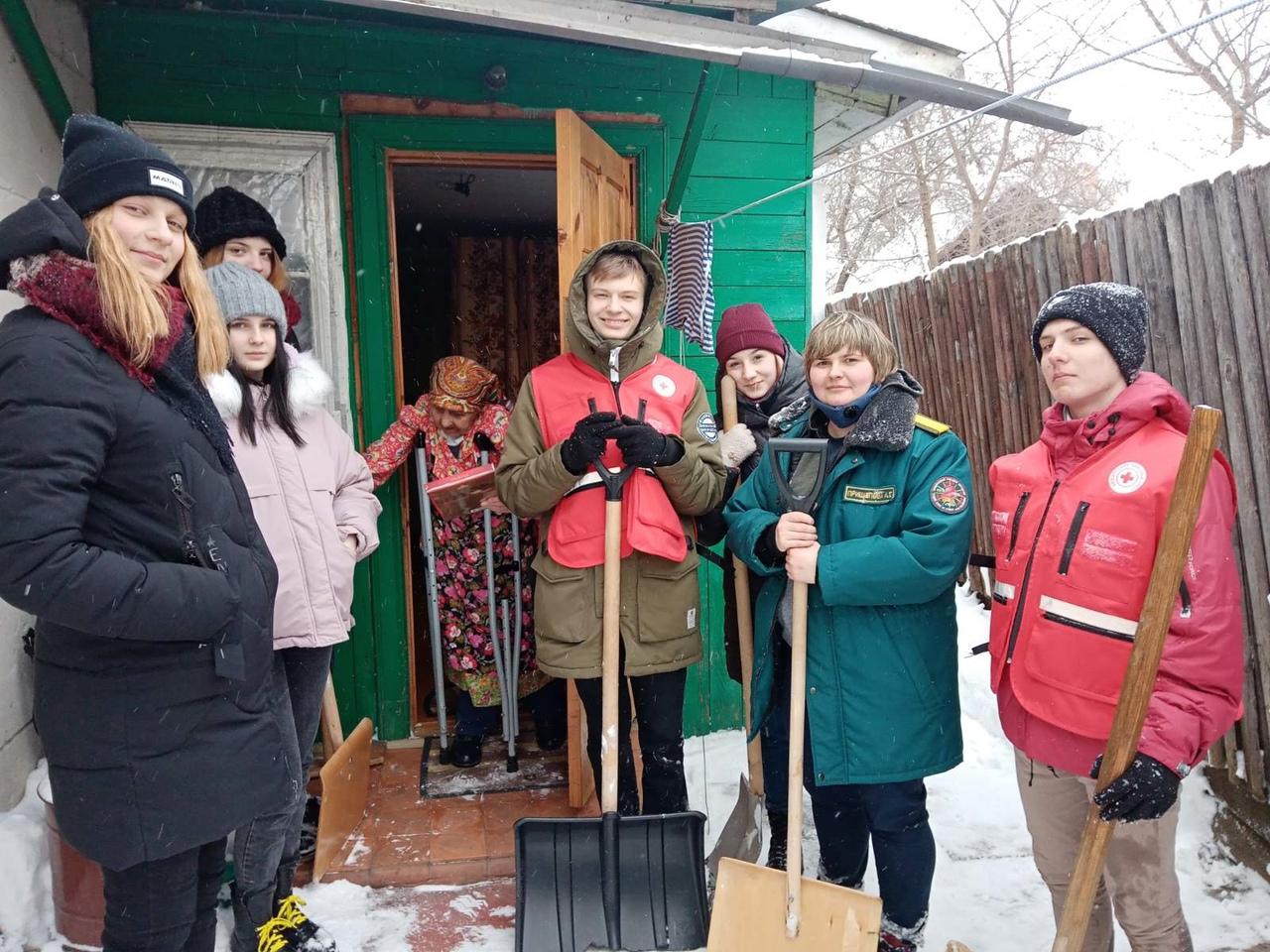 Помощь в уборке подворья от снега